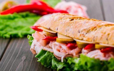 juicy-pimiento-rojo-ve-pan-integral-sandwich_1304-2927